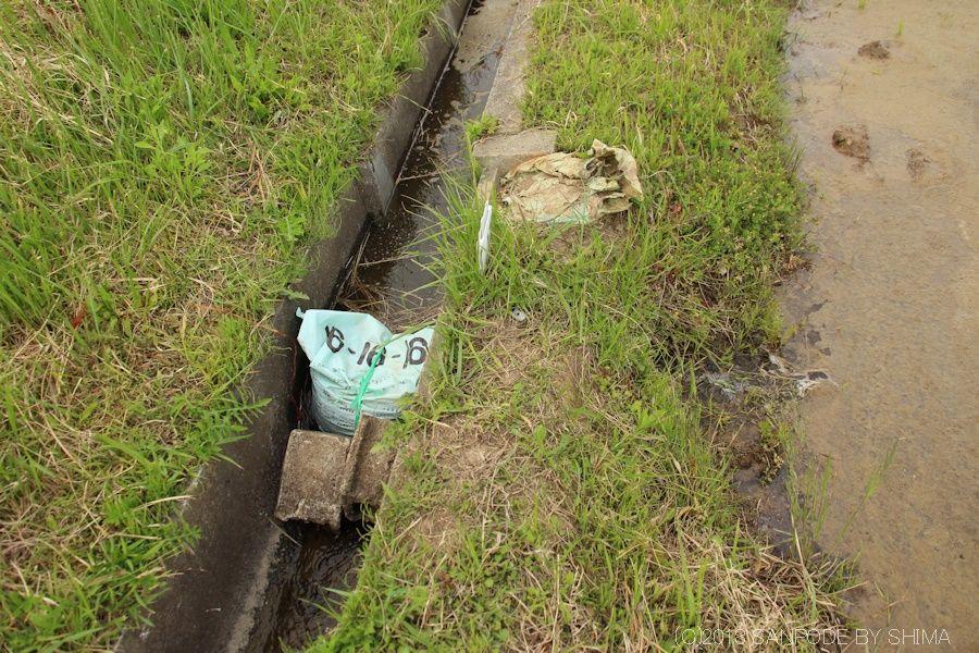 用水路に設置されている田んぼの取水口