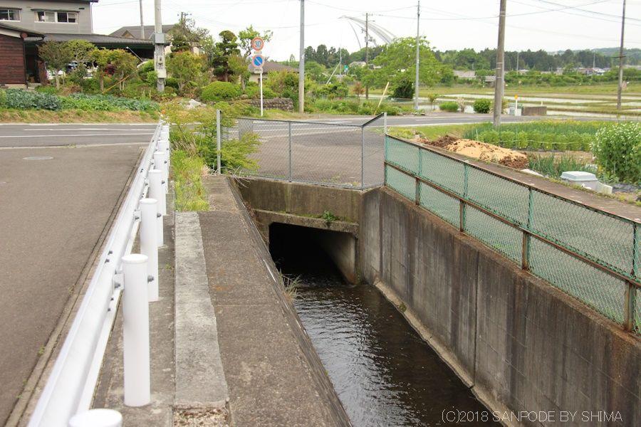 農業用水路の道路下暗渠部分